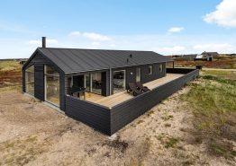 Femstjernet feriehus med sauna og lækker terrasse