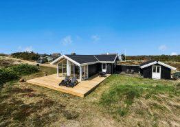 Hyggeligt og kvalitetsbevidst sommerhus kun 450m fra stranden. Kat. nr.:  B2120, Bilbergsvej 50;