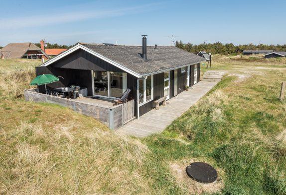 Hyggeligt sommerhus med skøn terrasse, hund velkommen