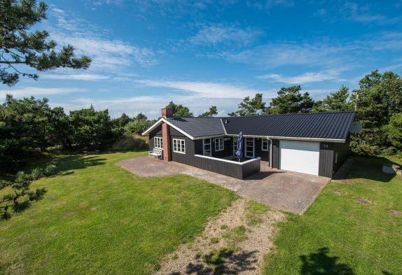 Velholdt feriehus i Vestjylland med garage. 6 personer.