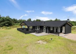 Et indbydende feriehus med en skøn lukket terrasse. Kat. nr.:  B2277, Bilbergsvej 15;