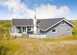 Velholdt feriehus med sauna og flot brændeovn