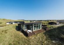 Strandnahes Ferienhaus mit Aussicht und guten Terrassen. Kat. nr.:  B2556, Bjerregårdsvej 419;
