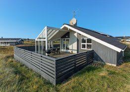 Ferienhaus mit windgeschützter und geschlossener Terrasse