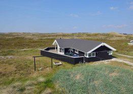 Schönes Ferienhaus in guter Lage dicht am Strand (Bild 1)