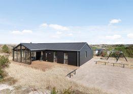 Femstjernet feriehus med sauna, udendørs bruser og hurtigt internet