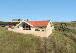 Gepflegtes Ferienhaus mit schöner Terrasse – Strandnah. Kat. nr.:  B2721, Rauhesvej 51;