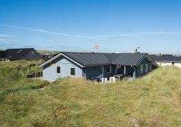 Gepflegtes Ferienhaus in ruhiger Lage dicht am Strand (Bild 1)