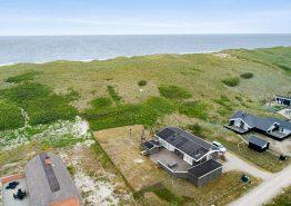 Dejligt feriehus med vildmarksbad og udebrus, 100 m. fra havet (billede 1)
