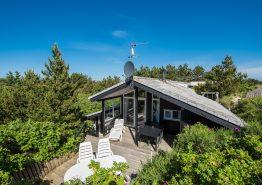 Dejligt sommerhus med gode, private terrasser. Kat. nr.:  B2762, Bjerregårdsvej 130;