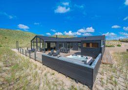 Fantastisk lækkert feriehus i første klitrække med sauna og udespa (billede 1)