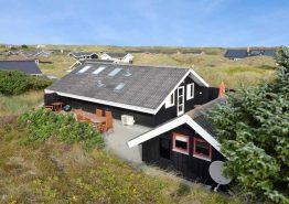 Gepflegtes Ferienhaus auf Dünengrundstück in Bjerregård
