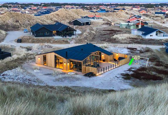 Femstjernet luksushus med sauna kun 100 meter fra stranden