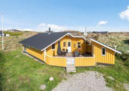 Hyggeligt og velholdt sommerhus med skøn terrasse