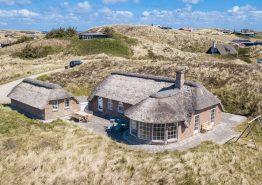 Totalrenoveret feriehus med spa, sauna og helt fantastisk udsigt (billede 1)
