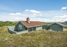 Feriehus med ugeneret terrasse tæt på Vesterhavet. Kat. nr.:  C3405, Skodbovej 87;