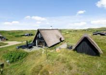 Feriehus med sauna og stråtag samt en skøn beliggenhed. Kat. nr.:  D3329, Havbjergevej 16;