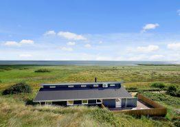 Poolhus med panoramaudsigt og en lukket terrasse. Kat. nr.:  D3457, Tornbjerrevej 74;