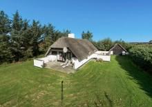 Gemütliches Haus mit Kamin und Reetdach. Kat. nr.:  D3534, Kr. Madsens Vej 25;