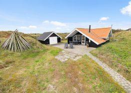Lille hyggeligt og velholdt sommerhus med herlig udsigt til fjorden. Kat. nr.:  D3837, Tornbjerrevej 6;
