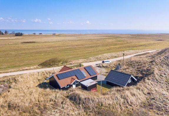 Lille hyggeligt og velholdt sommerhus med herlig udsigt til fjorden