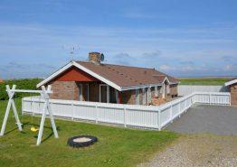Renoveret sommerhus med stor terrasse. Kat. nr.:  E4250, Tingodden 264