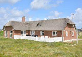 Haus mit Terrasse, schöner Aussicht und nah am Strand