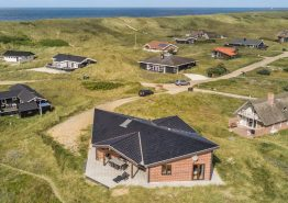 Unikt feriehus i Danmark i førsteklassesmaterialer. Kat. nr.:  E4486, Tingodden 485 B