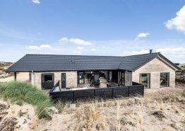 Lækkert feriehus med sauna, udespa og billard kun 250 m fra havet. Kat. nr.:  E4703, Tingodden 313C
