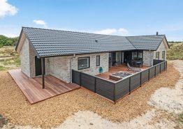 Strandnahes Luxusferienhaus mit Sauna, Aussenwhirlpool und Aktivitätsraum
