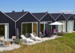 Sommerhus direkte ved vand, enhver lystfiskers drøm. Kat. nr.:  F4009, Slusen 36;