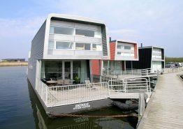 Spændende husbåd med vidunderlig udsigt over fjorden. Kat. nr.:  F4577, Æ Gammel Havn 47 Båd 3;