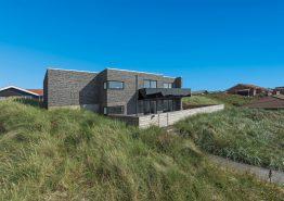 Ferienhaus mit schönen Terrassen in guter Lage. Kat. nr.:  F4581, Bakkevej 18
