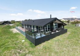Feriehus med lukket terrasse og udespa. Hund tilladt.. Kat. nr.:  G5479, Anker Eskildsens Vej 40;