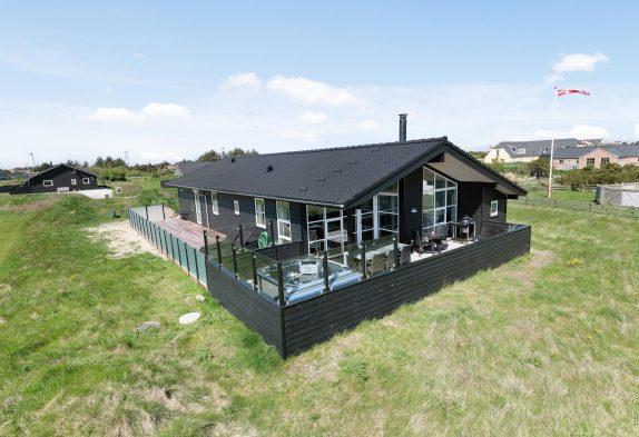 Ferienhaus mit geschl. Terrasse & Außenwhirlpool