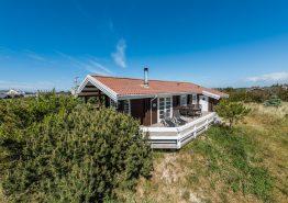 Hyggeligt feriehus med dejlig terrasse tæt på fjorden. Kat. nr.:  G5565, Anker Eskildsens Vej 102;