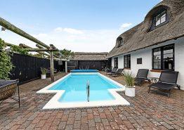 Skønt sommerhus i klassisk bondegårdsstil med enestående udsigt (billede 3)