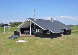 Schönes Ferienhaus in Nørre Lyngvig auf Rasengrundstück