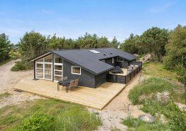 Strandnært og hyggeligt sommerhus med sauna og brændeovn. Kat. nr.: H5080, Havklitvej 84;