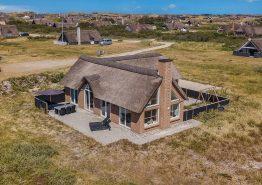 Modernes Reetdachhaus mit toller Aussicht (Bild 1)