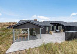 Modernes Ferienhaus mit Panoramaramaussicht direkt in den Dünen