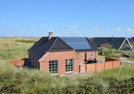 Energivenligt luksussommerhus, roligt beliggende og med egen hundegård. Kat. nr.:  H5817, Opstrupsvej 46;