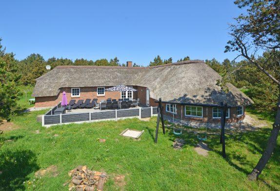 Schönes Ferienhaus mit Swimmingpool und Terrasse