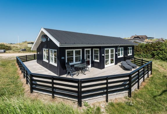 Ferienhaus mit Sauna, geschl. Terrasse und Abstellraum