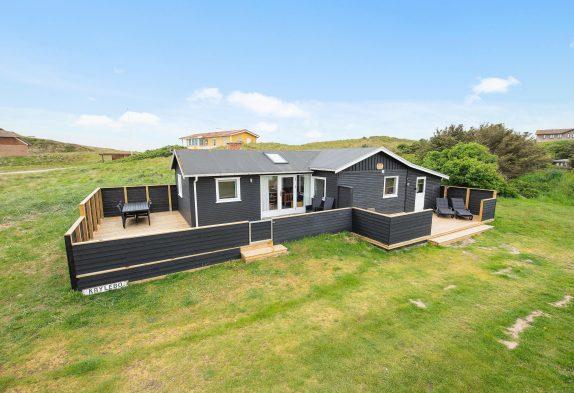 Renoviertes Holzhaus in Houvig auf Naturgrundstück nur 200m vom Meer entfernt