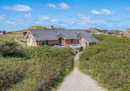 Kvalitetshus med skøn terrasse og udsigt til klitter