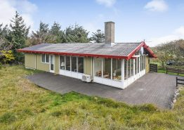 Einfaches Sommerhaus mit Wintergarten und Meeresblick, 500 m zum Strand. Kat. nr.:  J6696, Houvig Klitvej 45;