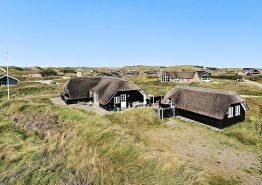 Hyggeligt sommerhus med sauna, brændeovn og billard. Kat. nr.: J6854, Sneppedalen 35;