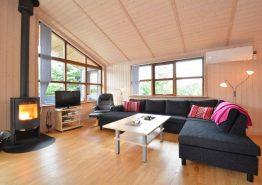 Schönes Haus mit geschlossener Terrasse und Wärmepumpe (Bild 3)