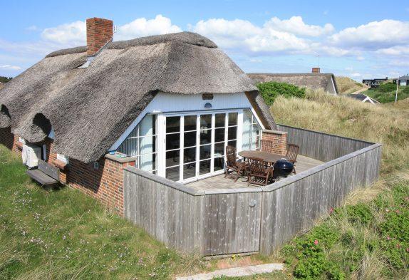 Tolles reetgedecktes Ferienhaus mit geschlossener Terrasse